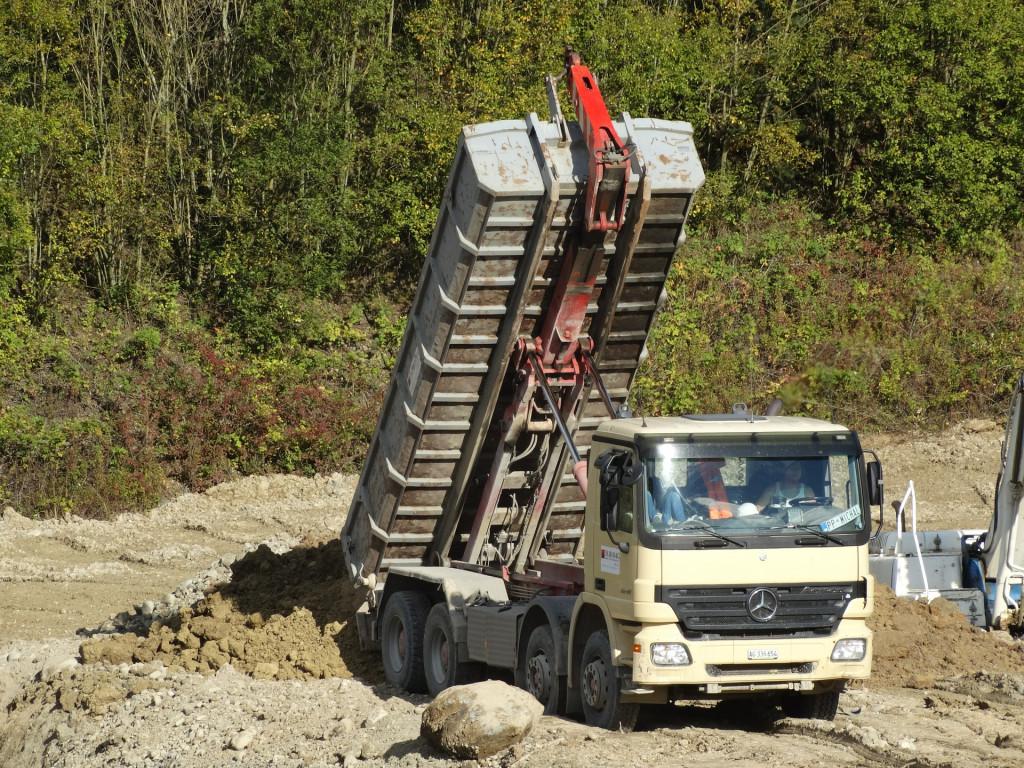 Samochody ciężarowe, wywrotki idealne dla małych i średnich firm budowlanych