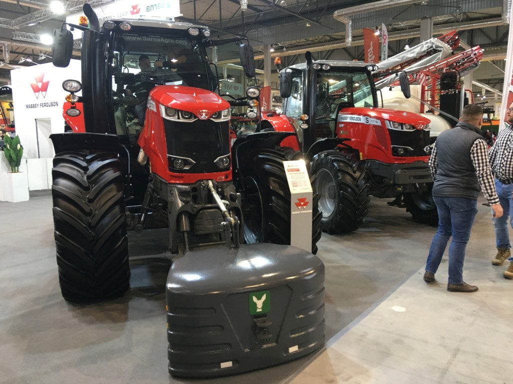 "Traktor marki Massey Ferguson - Mascus na targach Agro Show 2019"""