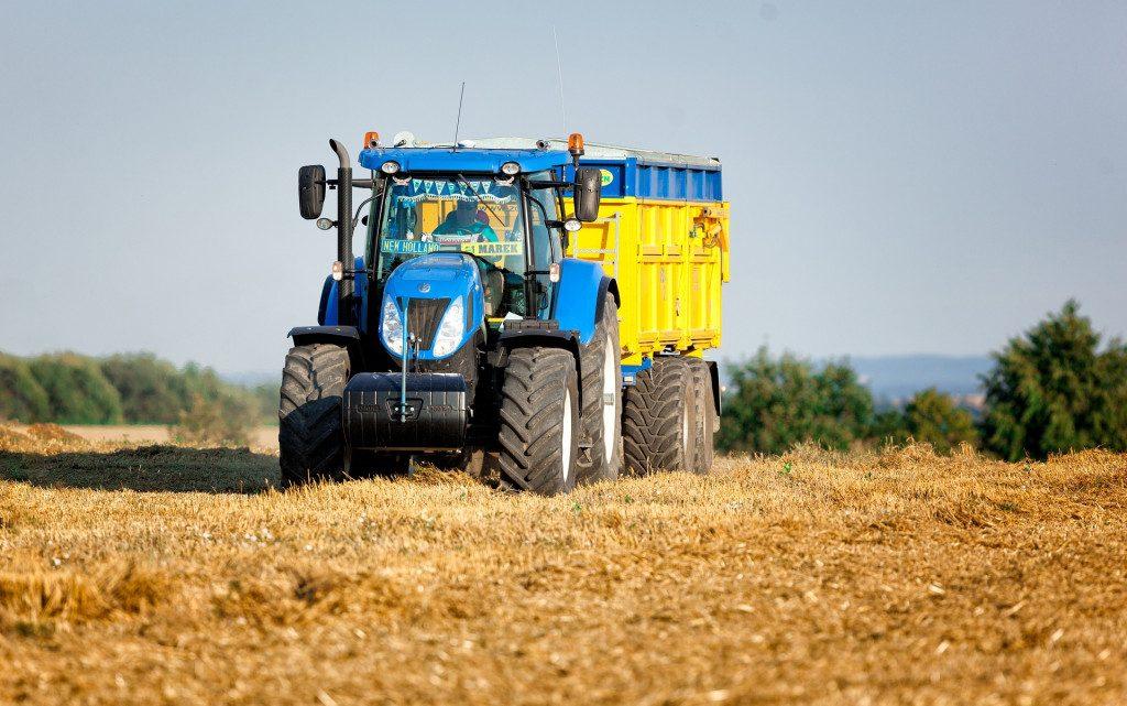 Przyczepy rolnicze niezbędne w każdym gospodarstwie – o tym warto wiedzieć!