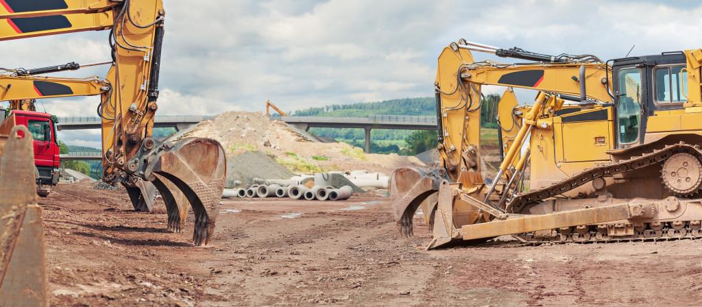 Eksploatacja maszyny budowlanej – jakie elementy wymagają częstej wymiany?