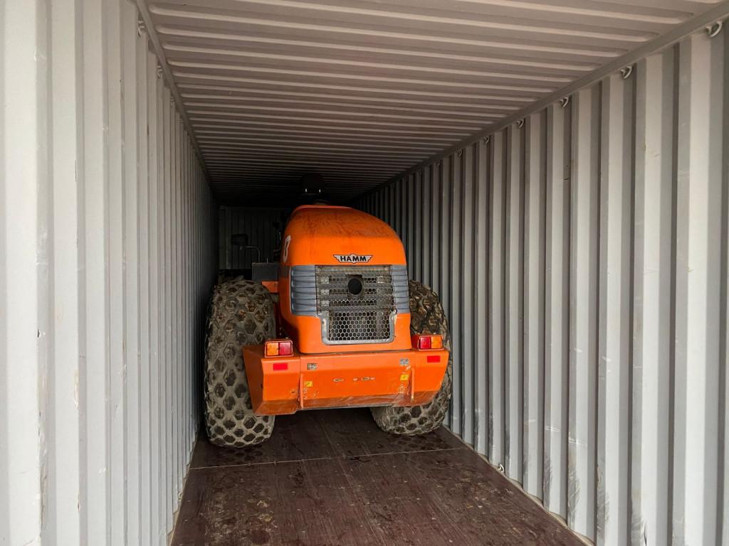 Maszyna załadowana do kontenera w częściach – źródło: Bellator Maszyny Budowlane