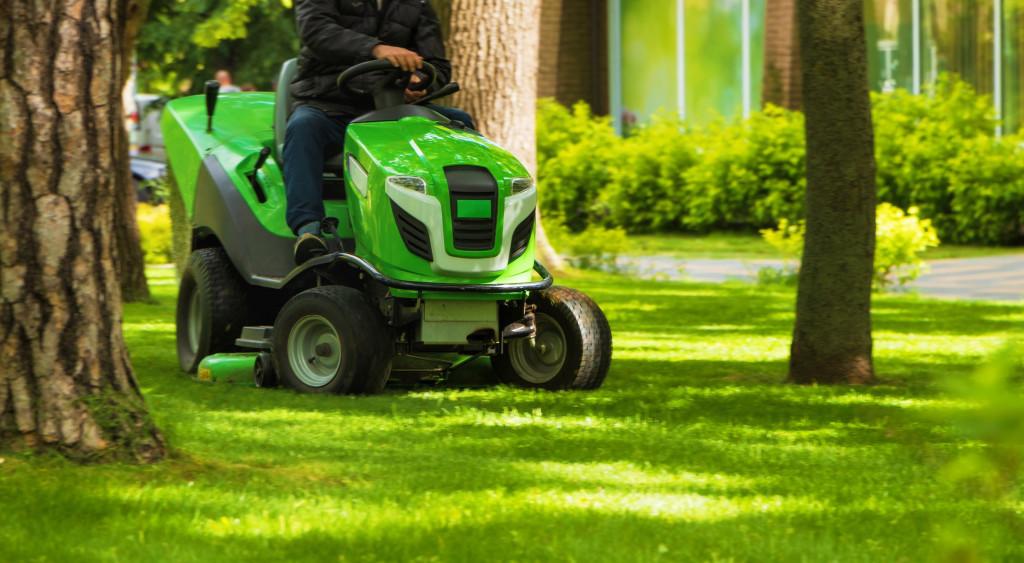 Kosiarki ogrodowe traktorki z Europy - artykuł Mascus Polska